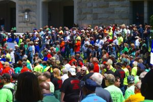 9,000 Illinoisans demonstrated against Rauner at the statehouse on May 18, 2016
